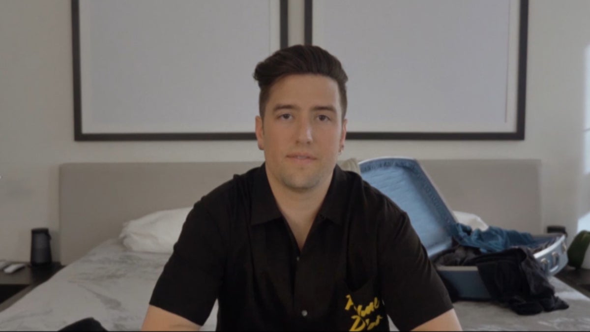 Roberts Auto Group >> Singer Logan Henderson Releases 'End of the World' and Prepares for Tour on Cheddar
