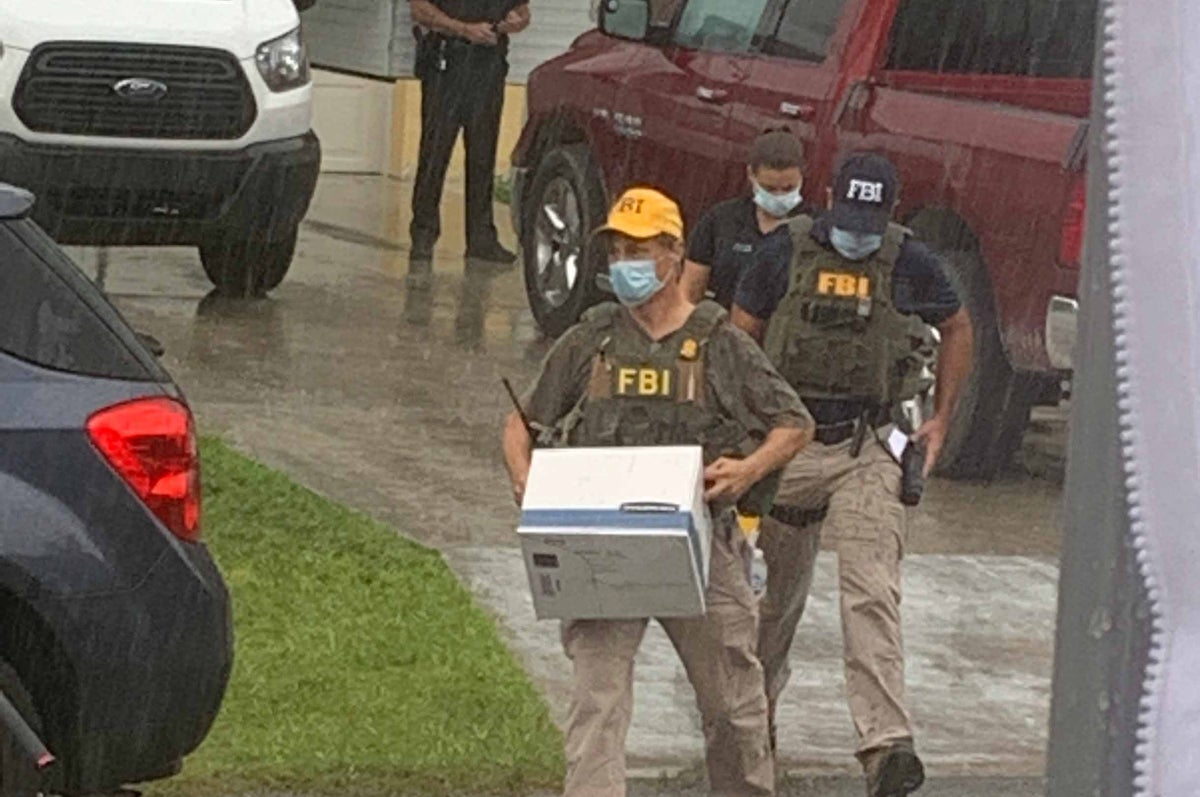 FBI agents remove items from the Laundrie home (Kevin Vesey/News 12)