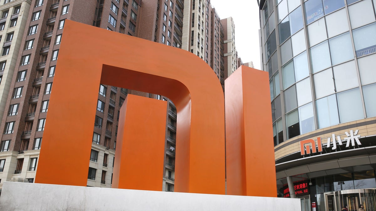 Xiaomi Disappoints in First Trading Day
