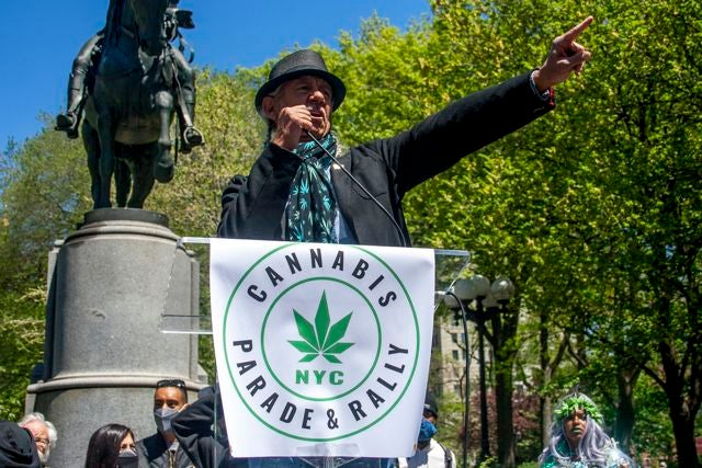 Steve DeAngelo addresses a crowd at the NYC Cannabis Parade & Rally. (Chloe Aiello/Cheddar)