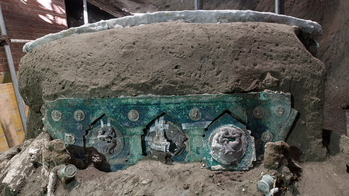 Archeologists Find Intact Ceremonial Chariot Near Pompeii